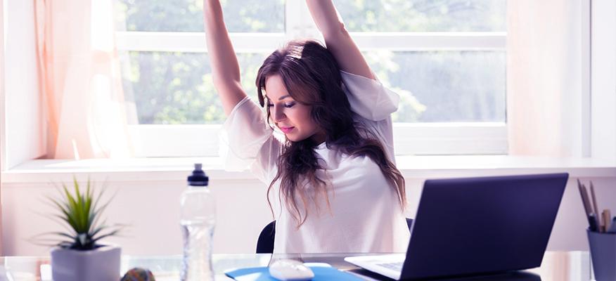 Απλές ασκήσεις για να ανακουφιστείτε από τους πόνους στη μέση στη δουλειά